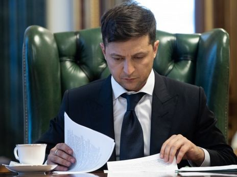 На Зеленского подали в суд