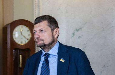 Мосийчук на Тернопольщине избил газетой чиновника: опубликовано видео