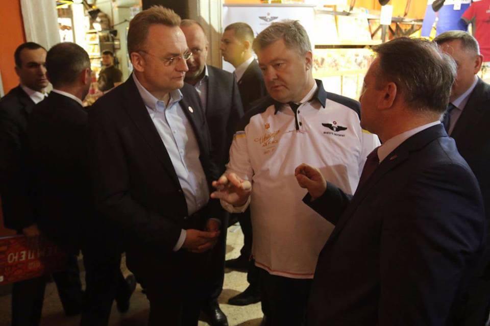 Порошенко извинился пере мэром Львова Садовым